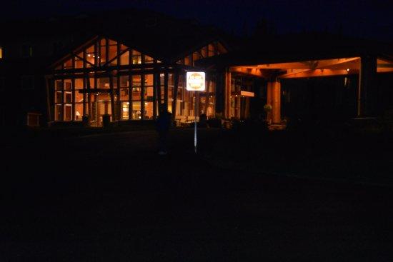 McKinley Chalet Resort: Canyon Lodge at night