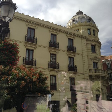 NH Collection Granada Victoria: view of hotel from street