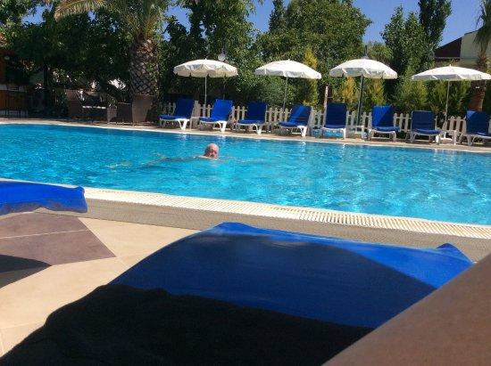 Yakamoz Hotel: Plenty of sun beds around this beautifully clean pool. Nice shade too.