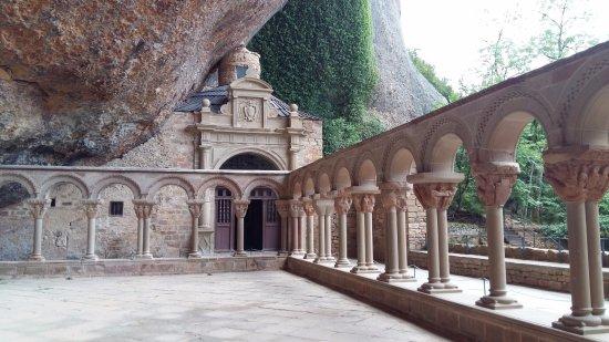 San Juan de la Pena, Spain: patio del Monasterio