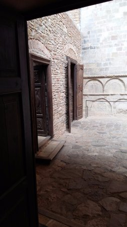 San Juan de la Pena, إسبانيا: patio interior