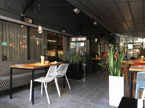 Hotel Prima City Tel Aviv: 食事は屋外でも