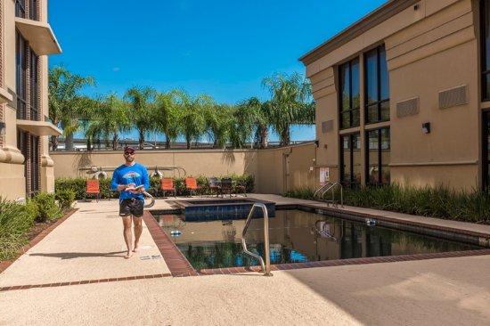 Kenner, LA: Heated saltwater pool