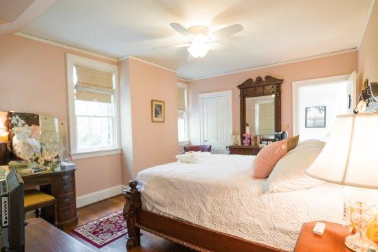 The Chilton House: Hearst Room