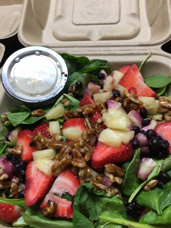 Auburn, IN: Berry Salad with The Olive Twist Balsamic Vinegar