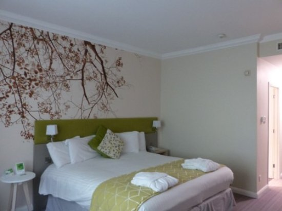 Corby, UK: Comfortable bed, nice decor