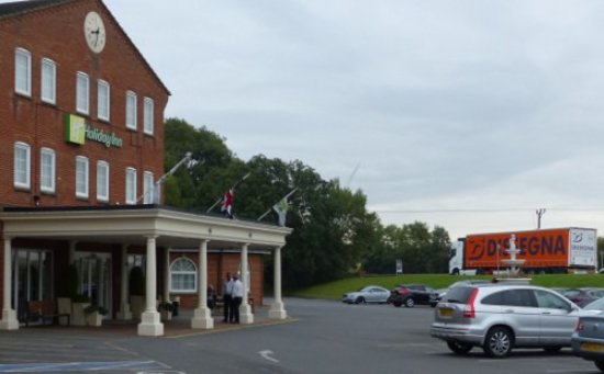 Corby, UK: Hotel is close to the trucks and traffic on the A43