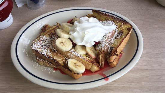 Emeryville, CA: French Toast with Strawberrs & Bananas 😍