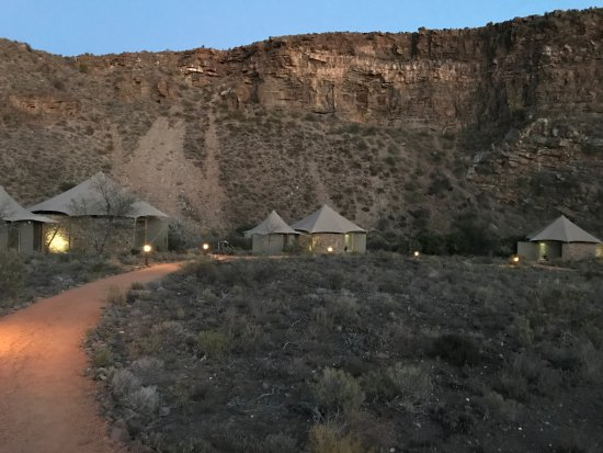 Sanbona Wildlife Reserve: Walkway to tented cabins