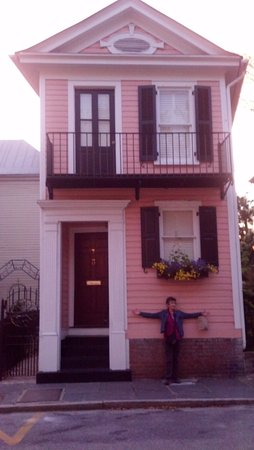Savannah Dan Walking Tours: Another tiny Savannah home you may see on your tour with Savannah Dan.