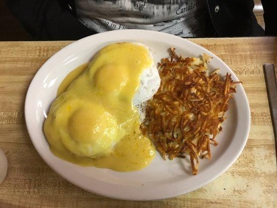 Cambridge, Minnesota: Eggs benedict
