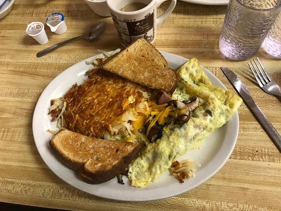 Cambridge, Minnesota: Omelette with kielbasa and mushrooms