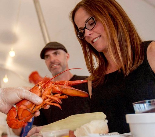Foster's Clambakes & Catering : Facing down your dinner!