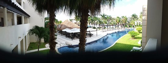 Secrets Silversands Riviera Cancun : The only negative is that I paid extra for an ocean view. Do you see any ocean?