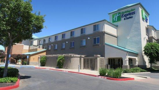 holiday inn express hotel suites elk grove east 127. Black Bedroom Furniture Sets. Home Design Ideas