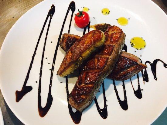 La Reole, Γαλλία: Magret de canard foie gras poêlée du sud-ouest