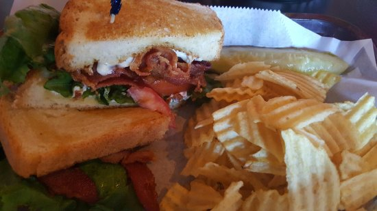 Osceola, WI: Yummy BLT- crispy thick bacon(the way I like it) , tasty tomato on the inside and grilled just r