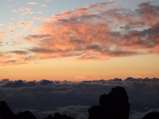 Kula, HI: beautiful sunset from above the clouds