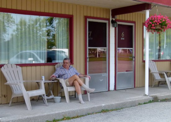 Dunnville, Canada: Room sitting area outside