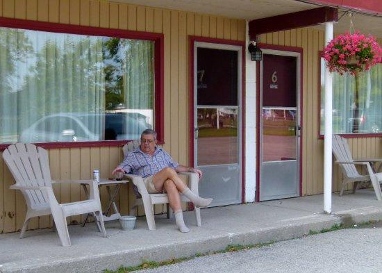 Dunnville, Καναδάς: Room sitting area outside