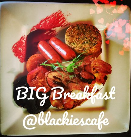Whangamata, นิวซีแลนด์: BIG Breakfast - gf bacon, free range eggs, kransky sausage, mushroom, tomato, 80gm rosti on ciab