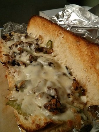 Rockland, Καναδάς: Sirloin Steak Sub, cook mushrooms, green peppers, onions, signature Garlic