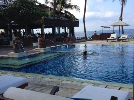 Rama Candidasa Resort & Spa: Dining ocean side