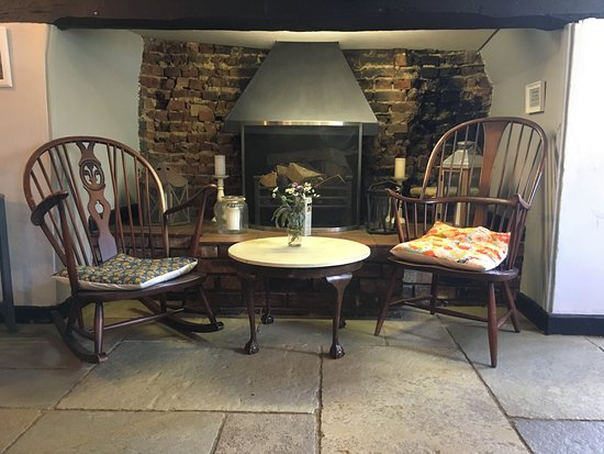 St. Neots, UK: Relaxed fireside seating