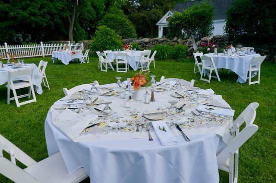 Lyme, Nueva Hampshire: The garden setting of the reception