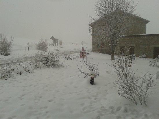 Saint-Nicolas-des-Biefs, France: Sous la neige...