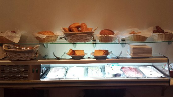 Hotel Opera Bruxelles: Tiny breakfast selection