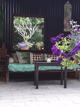 Amamoor, Australia: garden seating