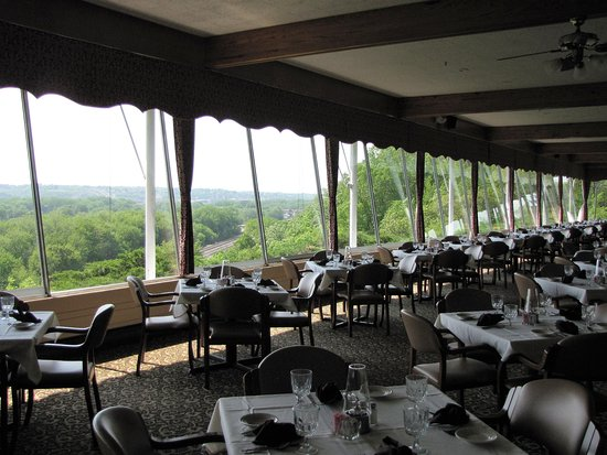 East Dubuque, IL : Main Dining Room