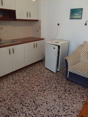 هوتل بابيس: Given this room at back of hotel, disgusted. Smelt damp and mouldy.