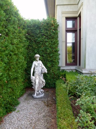 Vineland, Canada: Statuary by the Patio