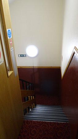 Hilton Coylumbridge Hotel: Our Grand Entrance To Our Room   3 Foot Stairs  To The