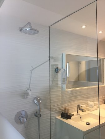 Son Moll Sentits Hotel & Spa: there is a good light in the bathroom