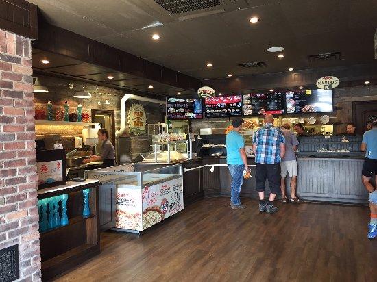 Bromont, Kanada: Comptoir du restaurant pour commander