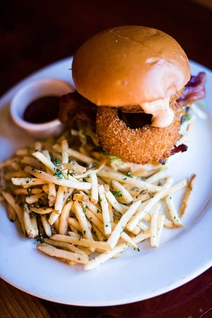 School House Restaurant and Tavern: Shorty Burger