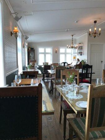 Grundarfjorour, Islandia: Tables in the new annex building
