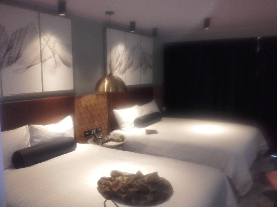 Naumi Auckland Airport: simply luxury ,rooms are well done.