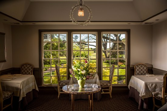 Pittsboro, Βόρεια Καρολίνα: The intimate dining rooms at The Fearrington House Restaurant