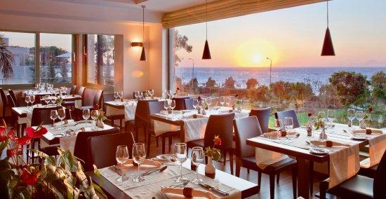 Amathus Elite Suites: Main restaurant