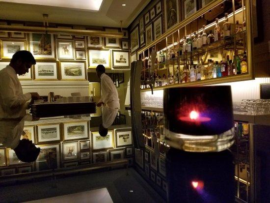The Oberoi Grand: Bar