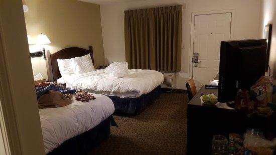 Badlands Motel: 20170912_192618_large.jpg