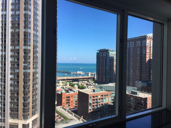 Embassy Suites by Hilton Chicago Downtown Magnificent Mile: Beautiful view of the lake! 13th Floor