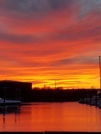 Portsmouth, RI: Stunning sunsets!