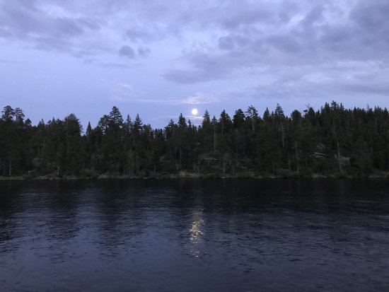 M.S. Dixie II: Moonrise on the lake!