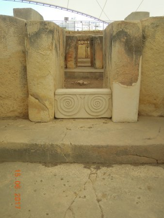 Tarxien, Malta: Altar with inscriptions