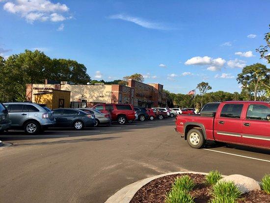 Altoona, Ουισκόνσιν: Cowboy Jack's - large early crowd